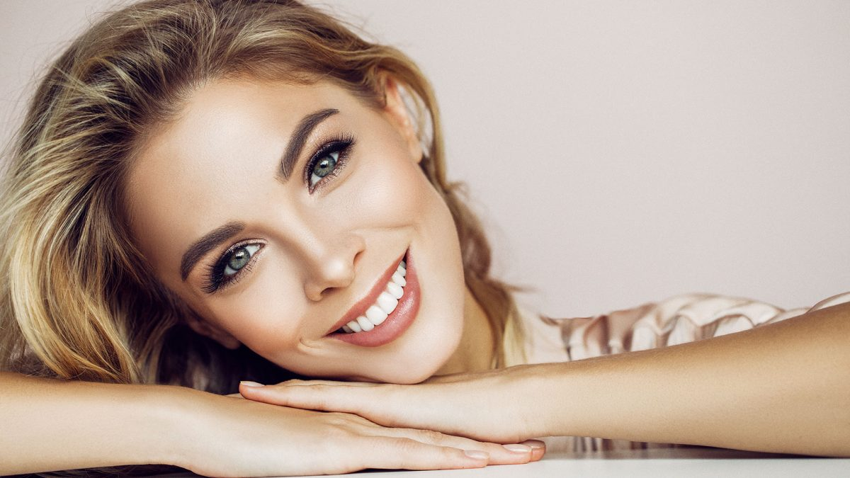 Teeth whitening and dental hygiene services by Flossbar